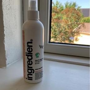 Sælger denne saltvandsspray fra Ingredien. Jeg har købt den ved min frisør, men får den ikke brugt. Brugt 2 gange☺️