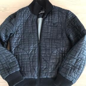 Lækker foret jakke, næsten som ny !