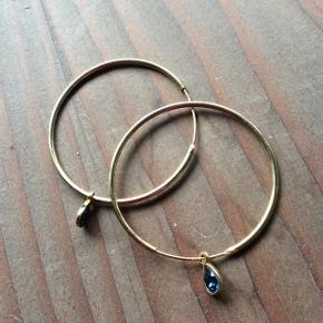 Virkelig flotte øreringe fra mærke YES 💙Forgyldt sølv + Swarovski crystals i blå farve. Diameter: 4cm Købt for cirka et halvt år siden, men brugt kun en enkel gang - derfor sælger jeg dem, for jeg får dem ikke brugt. Byd gerne 🤗