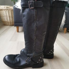 Super lækre kalveskindsstøvler fra Bianco. Støvlerne er kun brugt få gange.