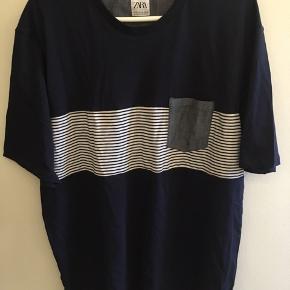 Marineblå T-shirt fra Zara, størrelse XXL. Aldrig brugt. Kan stadig købes, nypris 79,- Byd gerne