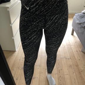 Sælger disse tights fra nike, da de desværre er købt for store.