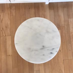 Retro trebenet plantebord / blomsterbord  Hvid og marmor Har lidt rust - se billeder