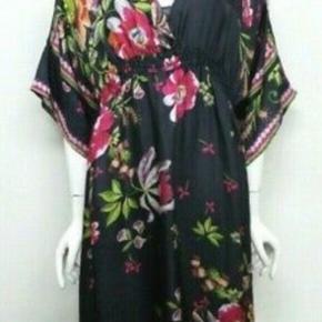 Smukkeste silkekjole som også passes af large. Aldrig brugt. Helt som ny!