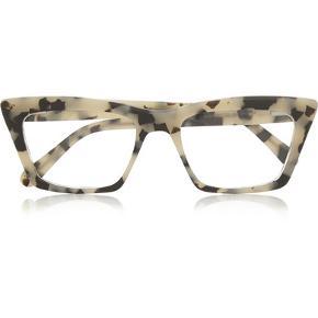 Briller fra londonbaserede Prism - brillen hedder Seoul. Tortoiseshell matte-acetate Can be fitted with prescription lenses Come in a Velcro®-fastening fabric case and designer-stamped soft canvas case.  Lige nu er der læsebrilleglas i - som er styrke +1. Glassene har kostet 1600 kr. Og brillen kostede 2600 kr.  Jeg handler kun via mobilepay.