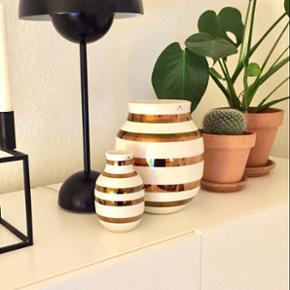 Kähler Omaggio jubilæumsvase i messing 20 + 12,5 cm. 🌺Æskerne haves til begge vaser. Fejler intet.   Priser: Stor: 500kr Lille: 250kr