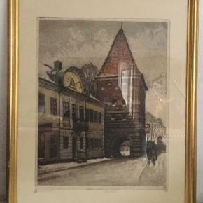 Meget fint litografibillede af Mølleporten i Stege. Billedet er i guldramme, Kunstneren er Nicolaj Hammer.  Køber betaler evt Porto.