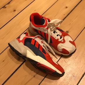 Adidas Originals Yung-1. Brugt meget meget få gange, så fremstår nærmest som ny. Sælges blot da jeg desværre ikke får dem brugt..