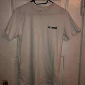 HAN Kjøbenhavn t-Shirt. Størrelse S. Brugt få gange. Købt i hjerteafdelingen🤓  BYD!   Kan hentes i Odense eller Middelfart. Eller sendes med DAO🌸