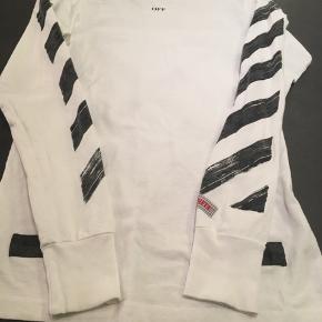 Super fed, Slim-fit Off-White bluse.. Købt for nogle år siden, men stor set ikke brugt. Kvittering haves.
