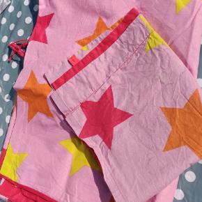 Junior sengetøj fra hhv Småfolk, Molo og Freds World. Fælles er at de er meget begrænset brugt. 🐞  75 kr stykket.