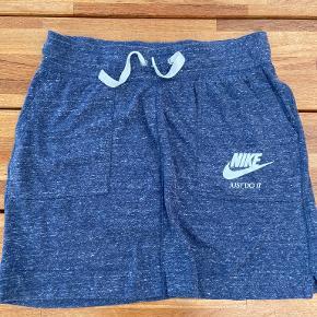 Nike Nederdel