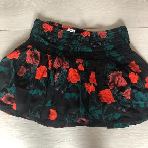 Smuk nederdel med roser