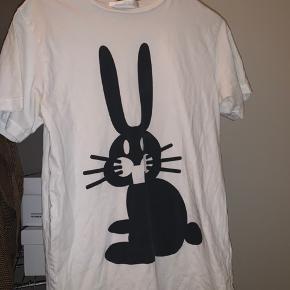 Peter Jensen T-shirt, Næsten som ny. Sanderum - Peter Jensen T-shirt, Sanderum. Næsten som ny, Brugt og vasket et par gange men uden mærker eller skader