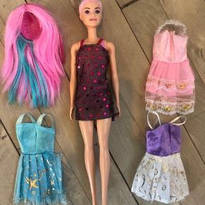 Barbie med aftageligt hår og 3 kjoler