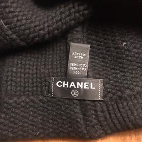 Sælger denne fine kashmir hue fra Chanel. Æsken medfølger.
