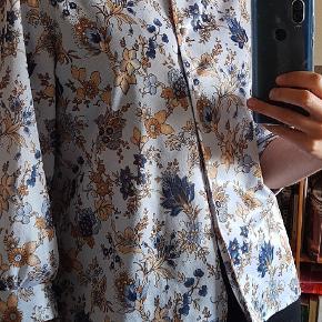 Super fin vintage skjorte. Den er både god åben og lukket.