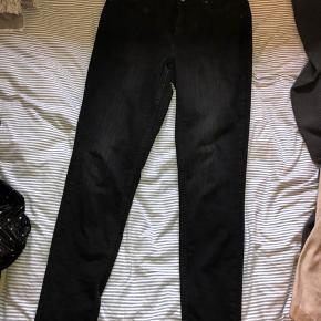 3ec600055b7a Dejlige skinny-jeans fra Pieces som er næsten ubrugte - er en smule cropped  og
