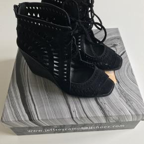 Lækre nye sandaler med kilehæl