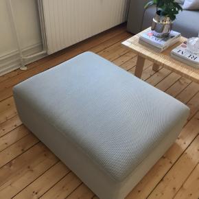 Vi overvejer at sælge vores mags puf, som vi købte med til vores Hay sofa, da vi nok aldrig får den brugt. Den har stort set kun stået i et hjørne i stuen.  Farve: Hallingdal grå