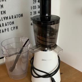 Slowjuicer - Juicepresso Witt  Brugt max 5 gange.  Sælges da vi ikke har plads og den ikke bruges  Ny pris: 2500kr