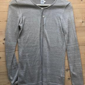 Denne fine grå glimmer cardigan sælges :) Byd gerne