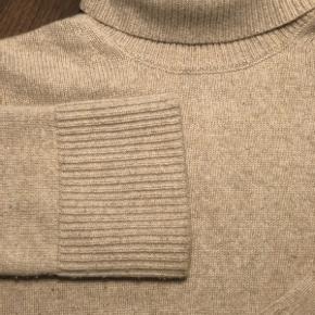 Naturfarvet sweater fra Fall Winter Spring Summer. Str. 40/Medium Stor i størrelsen. Super lækker kvalitet. Købt i København