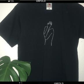 ❌FÅS OGSÅ I HVID T-SHIRT❌ (100inkl)sælger disse t-shirts fås også i   Blå,gul,grøn,rød,lyserød,grå,hvid,sort,lilla, Orange