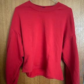 Sød rød trøje fra Monki str. S❤️ Brugt nogle gange, men er stadig super fin.  Hurtig handel foretrækkes, og skambud bliver overset.