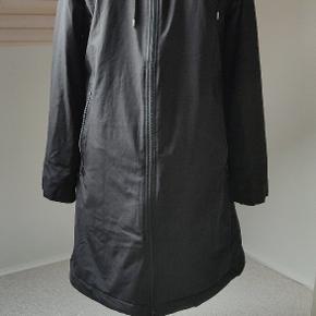 Så lækker frakke fra Danefæ - helt ny. Sidder og falder virkelig flot. Bemærk - halv pris