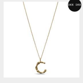 Can Copenhagen vedhæng - sælger følgende bogstaver: B, O, J og C. aldrig brugt. 350 kr stykket, og det er guldbelagt Sterlingsølv, størrelse 1,7 cm i højden. Det er uden kæde.