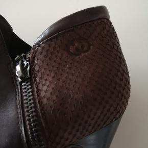 Fine brune Gerry Weber støvletter med lynlås. Brugt få gange. Købt for små.