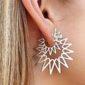 Smukke øreringe Sun den store model , brugt to gange . Bytter ikke .  2 stk   Mp 650 incl via mobilpay