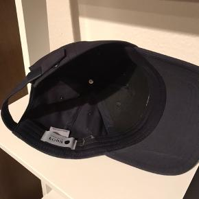 Nn07 cap i navyblå. One size.  Nypris 500 kr.  Fragt 50 kr. med PostNord.