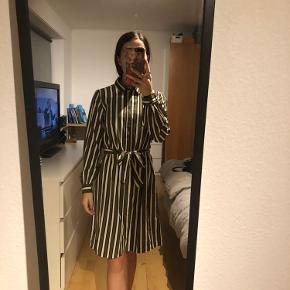 Sælger denne fine kjole. Fremstår i flot stand.