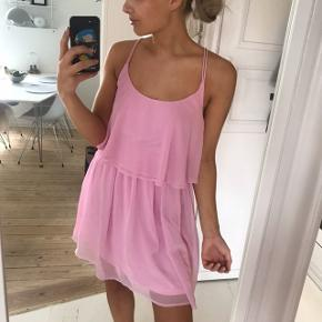 Smuk og sød kjole fra NLY blush