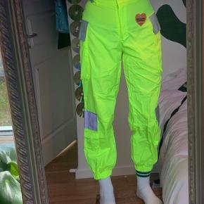Super seje Jaded London bukser.  Reflekterer i lys. 🤩