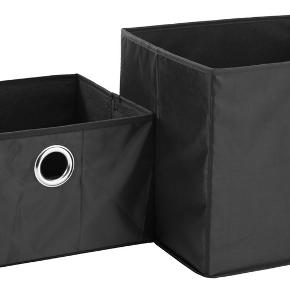 2 stk. små sorte opbevaringskurve fra JYSK. Helt nye, stadig i indpakning.  Mål: B=32 cm, L=27 cm, H=20 cm.  Prisen er for begge kurve.  Afhentes i Hellerup eller sendes med DAO 🌸