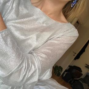 Dévier sølv bluse - kun brugt 1 gang til nytår