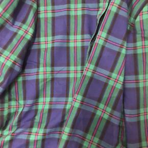 Vintage skjorte i tern, så flot med jeans eller nederdel.