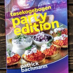Lækker kogebog med diverse festopskrifter 💜🎉  Er som ny, da jeg aldrig har fået brugt den.