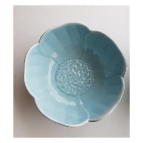 Mælkekande SOLGT!  💧Fin lyseblå skål med blomster mønster, til smykker, mad eller andet. Diameter ca 11cm, 75,-   Saml gerne til bunke! Giver mængderabat. Sender gerne med DAO 37kr (Eller postnord på eget ansvar) Eller afhent i Svendborg