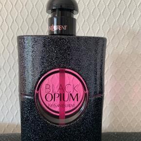 Black opium neon Eau de parfum 75ml Prøvet et meget lille pift Uden papæsken Bytter ikke