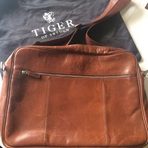 Tiger of Sweden computer/ skoletaske. Den er i god stand men med lidt brugsspor. Købspris var 2600,-.