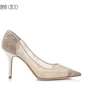 Smukke brude Jimmy Choo model anouk i seethrough med hvid/sølv blonde - str.39,5!  Nypris 4.850kr  Sælges pp, eller kan afhentes på Frederiksberg.  Brugt få gange (bemærk at de har lille ridse på den ene hæl, men ses ikke når den er på - se billede). Læs mindre