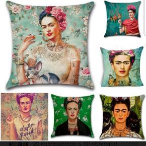 Flotte pudebetræk str 45x45cm i bomuld og meget flotte farver. Motiv: Frida Kahlo. 1 for 89 2 for 150 Fragten er med i pris når du køber 2. Betaling mobilepay