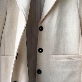 Smuk DAY Birger Et Milleksen blazer i cremefarve som også kan bruges som jakke. Aldrig brugt.