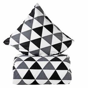 Mønsteret bomuldssengetøj fra Night time 1x pudebetræk + 1x dynebetræk
