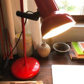 Fin lille retro bordlampe Fungerer fint og fejler intet Kan afhentes på Frederiksberg eller sendes