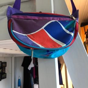 Super fed vintage bæltetaske.  Er i god stand.  BYD!